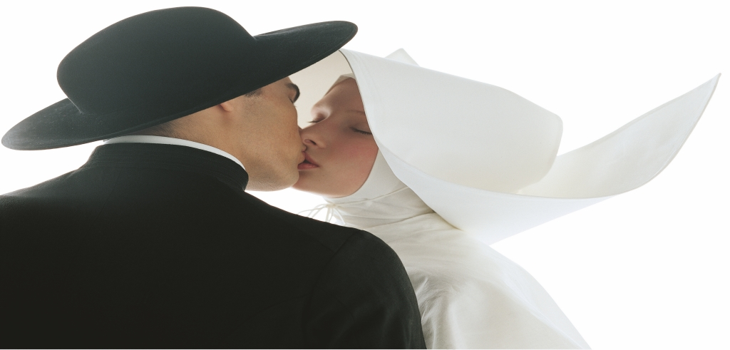 Oliviero Toscani Photography man in black kisses woman in white
